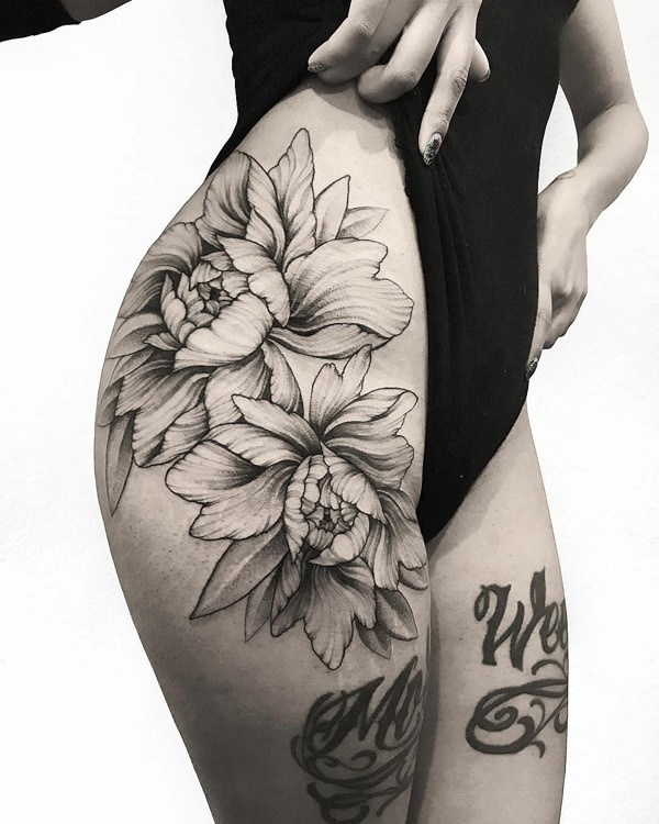 155 Extraordinary Female Thigh Tattoos Designs With Their Meanings
