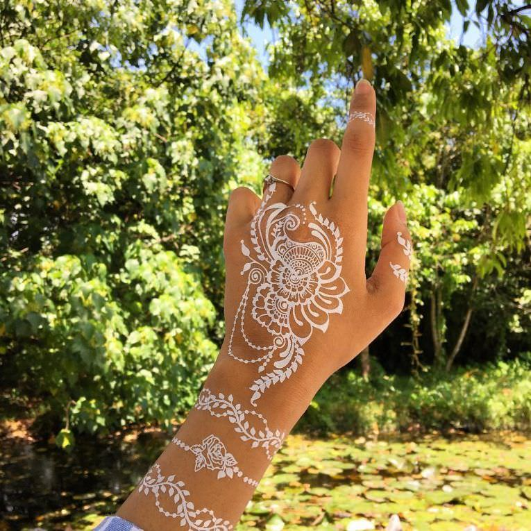 25 Cool Henna Tattoo Designs For Women